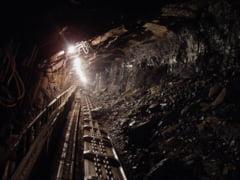 A murit unul dintre minerii surprinsi de o surpare de pamant la Lupeni. Anton Anton face ancheta
