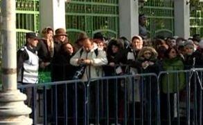 A patra zi de pelerinaj la Mitropolie: 60.000 de oameni s-au inchinat la moaste