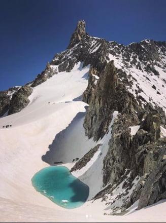 A pozat un lac superb, la peste 3.000 de metri inaltime, in Alpi. Frumusetea lui spune insa o poveste trista
