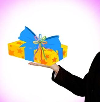 A trecut Craciunul si ai ramas fara bani? De ce facem noi cadouri mai scumpe decat restul europenilor