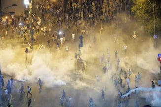 A trecut o luna de la reprimarea violenta a protestului din 10 august. Carmen Dan a secretizat, nimeni n-a demisionat!