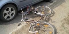 A urcat baut pe bicicleta si a lovit grav o batrana