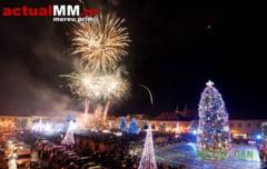 A venit Craciunul! Copiii au aprins iluminatul ornamental din Baia Mare si cel mai spectaculos Brad de Craciun din Romania