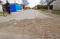 A venit potopul! Peste Lugoj a plouat cu... gropi in asfalt