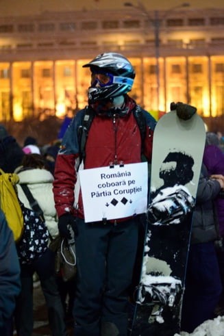 A zecea zi de proteste - Iordache a cedat, dar strada a #rezistat in ger: Daca n-am vrut tehnocrati, pazim sa nu fim furati (Galerie foto)