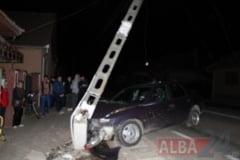 ACCIDENT in Lancram. DN1 blocat o ora intre Alba Iulia si Sebes, dupa ce o masina s-a izbit de un stalp de curent. Trafic deviat temporar
