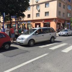 ACCIDENT in SEVERIN: O femeie a fost lovita pe trecerea de pietoni din fata Consiliului Judetean