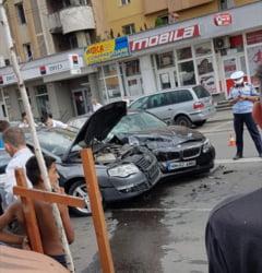 ACTUALIZARE/ACCIDENT GRAV IN BAIA MARE - Impact intre doua masini pe strada Granicerilor, in zona Lidl. O persoana ranita