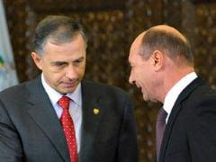 AFP: Luptatorul Traian Basescu si diplomatul Mircea Geoana