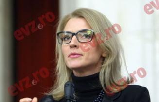 ALEGERI PARLAMENTARE 2016. Alina Gorghiu ESTE DEMOLATA de INTERNAUTI pe retelele de socializare dupa ce PNL a fost UMILIT DE PSD. Cum a reactionat liderul liberalilor