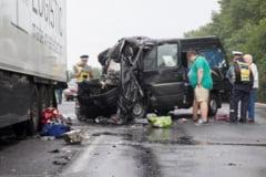 ALERTA/ Trei romani au murit intr-un accident in Ungaria. Microbuzul in care se aflau s-a facut ZOB