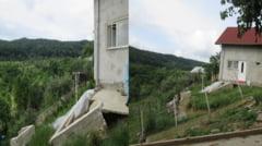 ALUNECARE de TEREN. O casa din Ramnicu Valcea este in pericol