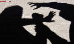 ATACAT IN SCARA BLOCULUI - Un agent al al Penitenciarului Baia Mare, agresat de un fost detinut