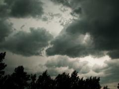 ATENEsIONARE METEO: COD PORTOCALIU de furtuna in judetul Alba pana la ora 16.15 - Averse torentiale de 35-40 l/mp, vijelie, grindina. Localitatile vizate