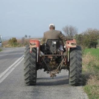 ATENTIE! Conducerea unui tractor agricol sau forestier, fara permis de conducere, se pedepseste cu inchisoare de la unu la cinci ani!