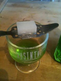 Absintul, bautura inofensiva cu efecte placute