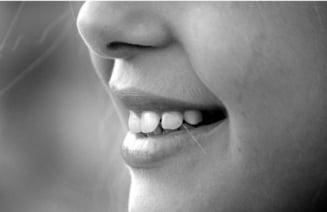 Absolut toata viata ta, cu toate episoadele, poate fi citita in dinti. Sunt consemnate bolile, sarcinile si chiar daca ai stat sau nu la puscarie