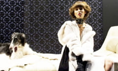 Academia de ademenit barbati cu bani: Viata frumoaselor rusoaice care studiaza cum sa puna mana pe averi