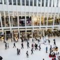 Accesul în mall-uri și hoteluri se face luni neîngrădit, în ciuda restricțiilor anunțate. Formularea ambiguă ignorată de operatorii comerciali