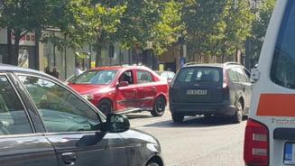 Accident FILMAT pe strada Horea, in una dintre cele mai tampite intersectii din Cluj-Napoca - VIDEO
