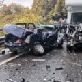 Accident cumplit în Prahova: 4 răniți, dintre care un bebeluș, după ciocnirea violentă a unei autorulote cu un Logan