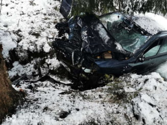 Accident cumplit in Apuseni: un barbat a murit dupa ce masina pe care o conducea s-a izbit de un copac