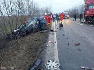 Accident cumplit in Timis. Un barbat a murit dupa ce a intrat cu masina frontal intr-un autotren