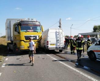 Accident grav cu răniţi pe DN 1B, în judeţul Prahova. Traficul rutier în zona a fost deviat