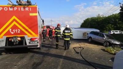 Accident grav in Dambovita: doua victime in urma impactului dintre un microbuz care transporta copii si un autoturism VIDEO