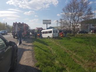 Accident grav la Cluj: Un microbuz s-a rasturnat, 11 persoane au fost ranite, din care 5 grav. Majoritatea erau minori - UPDATE