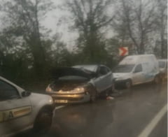 Accident grav la iesirea din Resita. O persoana a fost ranita, dupa ce remorca unui autotren a patruns pe contrasens