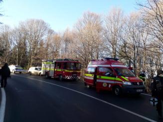 Accident grav pe DN 1 E: Doua persoane, ranite. Circulatia, blocata la intrarea in Poiana Brasov