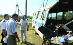 Accident grav pe soseaua Orastie - Costesti: patru oameni au fost raniti in impactul masinii cu un autobuz