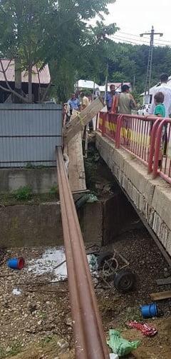 Accident in comuna Paunesti, in urma caruia o caruta s-a rasturnat intr-un canal