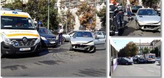Accident in intersectie, in plin centru, la Timisoara. Trafic dat peste cap. Foto