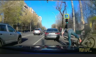 Accident inedit in Bucuresti, intre o trotineta electrica si o bicicleta VIDEO