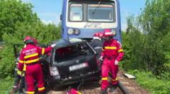 Accident la trecerea la nivel cu calea ferata, in Negresti