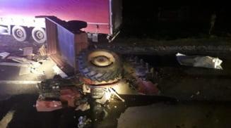 Accident mortal la Strejesti. Un autocamion, un autoturism si un tractor au intrat in coliziune, iar unul dintre soferi a murit pe loc