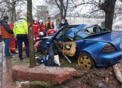 Accident mortal la intrare in Bucuresti. O masina s-a izbit de un copac. Soferul a fost gasit inconstient pe strada