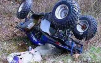 Accident mortal la miezul noptii: un barbat beat crita a intrat cu ATV-ul intr-un stalp din beton