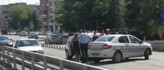 Accident pe Podul Golescu. O blonda a lovit o masina a Politiei