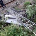 Accident pe centura orașului Călimănești, în județul Vâlcea. O mașină cu 4 persoane a căzut de pe șosea pe calea ferată VIDEO