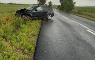 Accident pe un drum judetean din Prahova. O persoana a fost grav ranita