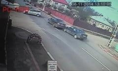Accident provocat de un sofer neatent, inregistrat de o camera de supraveghere