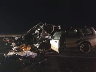 Accident rutier cumplit provocat de soferul unui BMW cu volan pe dreapta. O fetita de 3 ani si un tanar de 27 de ani au murit dupa o depasire inconstienta