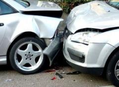 Accident rutier langa Mihalt: Un sofer care nu a acordat prioritate a lovit cu masina un alt autoturism. Trei tineri au fost raniti usor