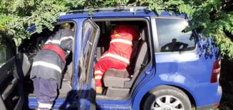 Accident rutier pe drumul spre Tamaseni, doua persoane au fost ranite