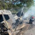 Accident teribil în Hunedoara. După ce a ieșit de pe șosea și a ajuns într-un șanț, un TIR a luat foc. Șoferul, găsit carbonizat