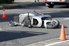 Accident teribil la Cluj. Un barbat care s-a izbit cu mopedul de un autocar a murit la spital