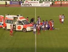 Accidentare teribila in Liga 1: Un jucator de la ACS Poli Timisoara a fost transportat de urgenta la spital